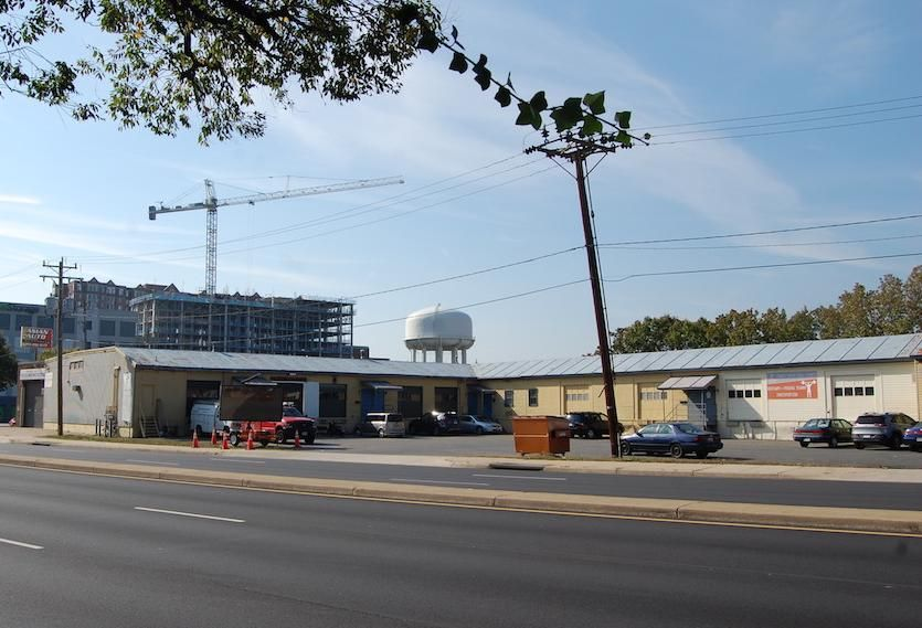 Nai Klnb Brokers Sale Of 19 000 Sf Warehouse Building In